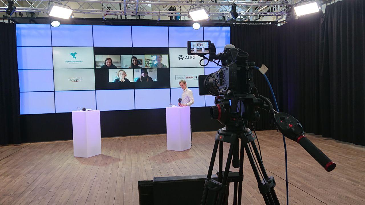 Preisverleihung des Berliner Schülerzeitungswettbewerbs im Fernsehstudio